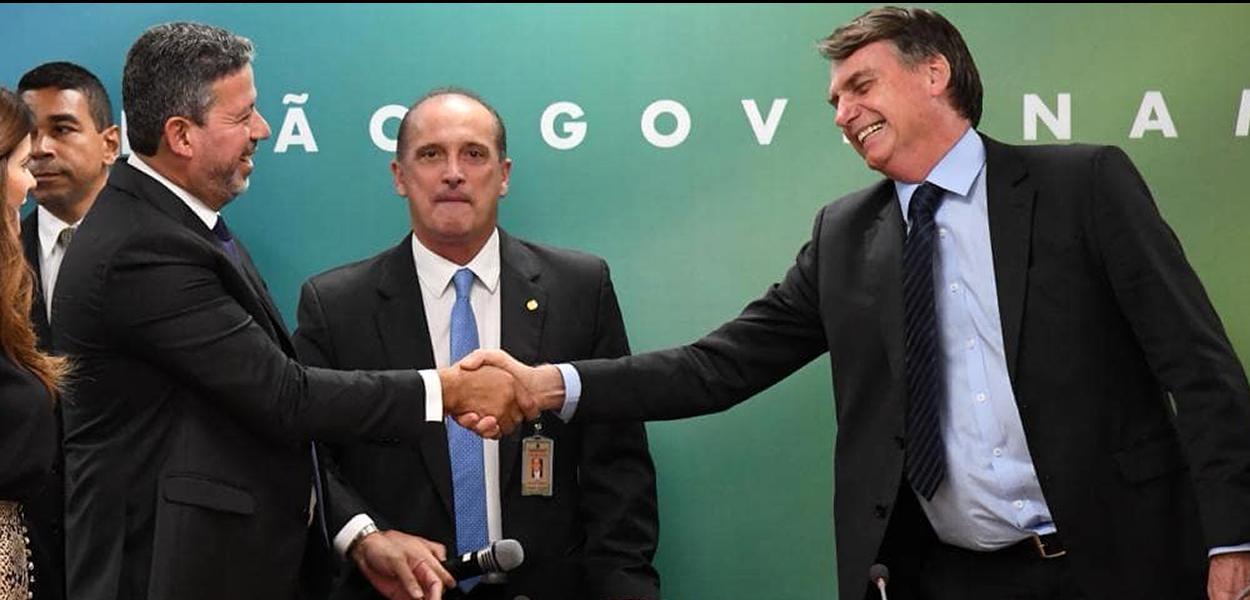 Deputado Arthur Lira (PP-AL) cumprimenta o presidente Jair Bolsonaro (dez.2018)