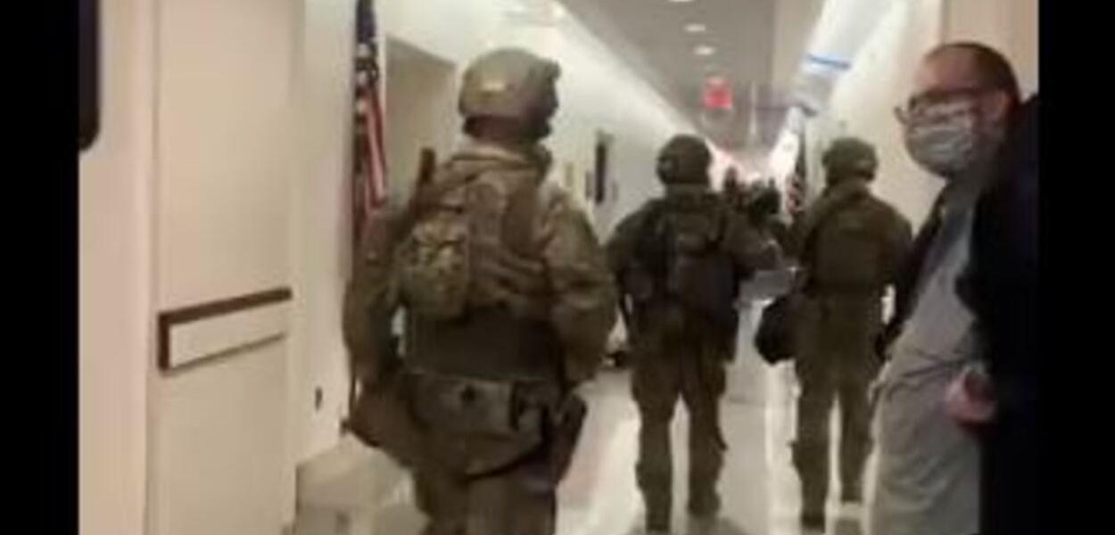 Equipes da SWAT no Capitólio