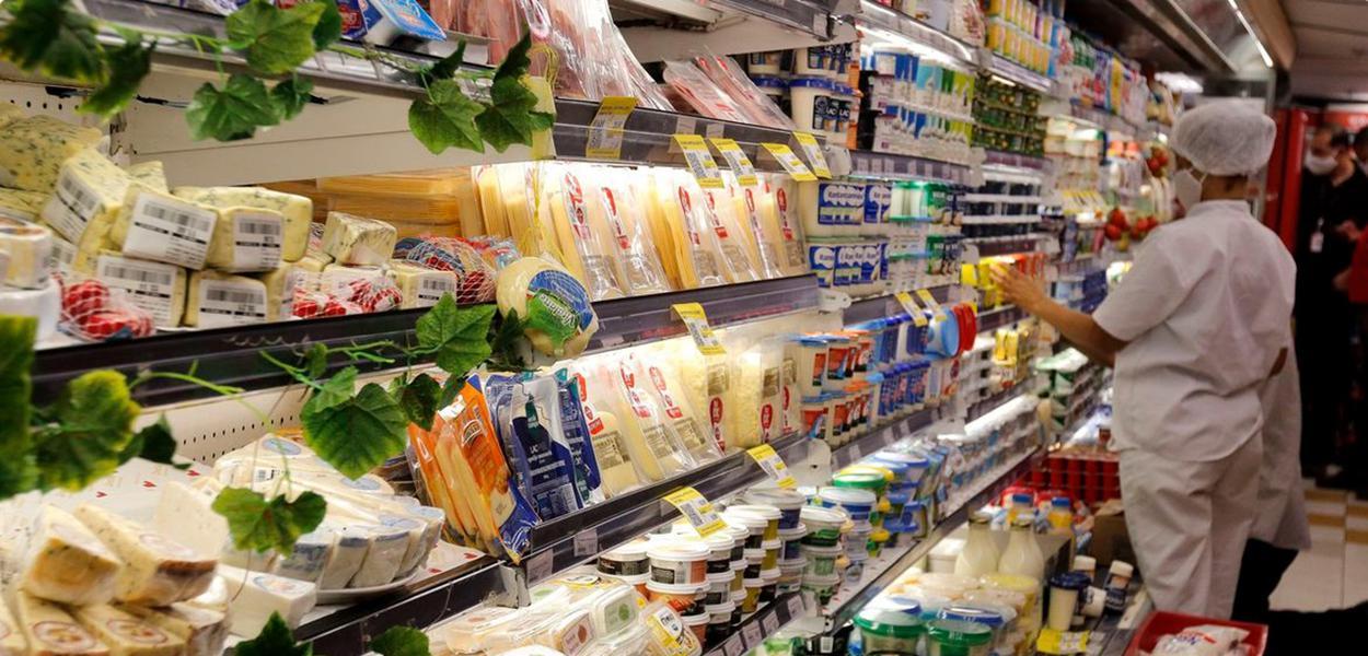 Preço de cesta básica pressiona os mais pobres, que já sofrem mais com os efeitos da pandemia
