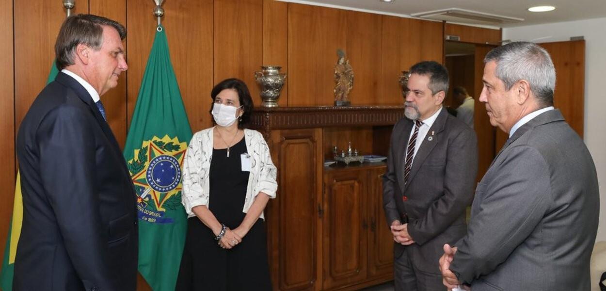 Jair Bolsonaro, Nísia Trindade, Élcio Franco e Braga Netto