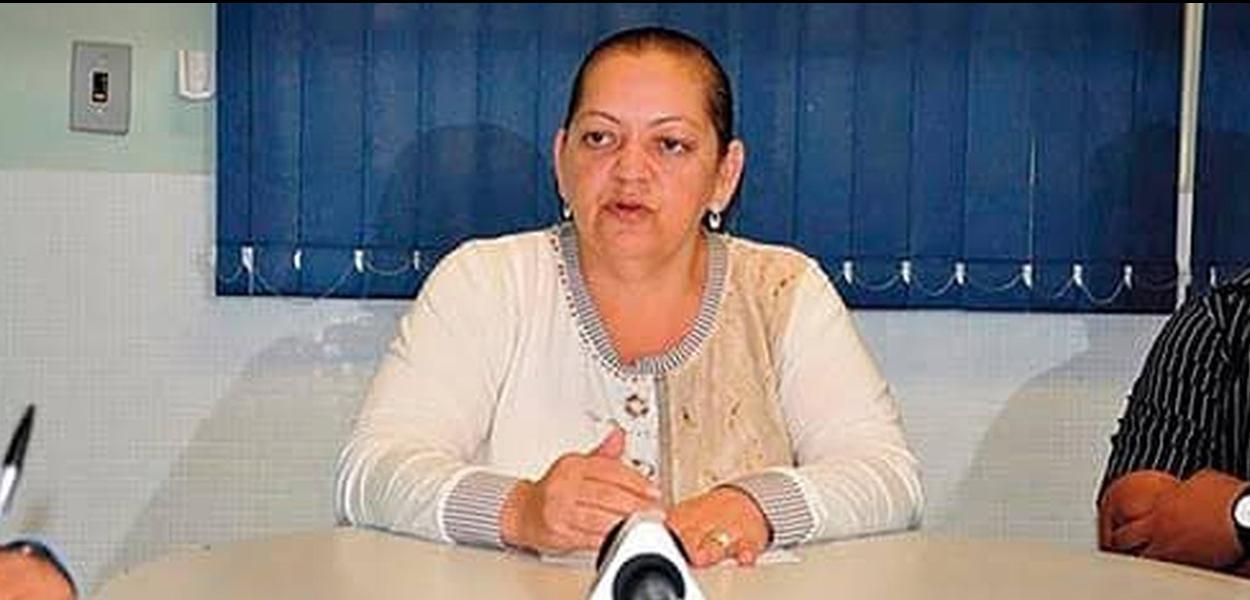 A diretora do Serviço de Saneamento Ambiental de Rondonópolis (Sanear), Terezinha Silva de Souza, de 53 anos, foi assassinada a tiros na manhã desta sexta-feira (15) no Centro de Rondonópolis