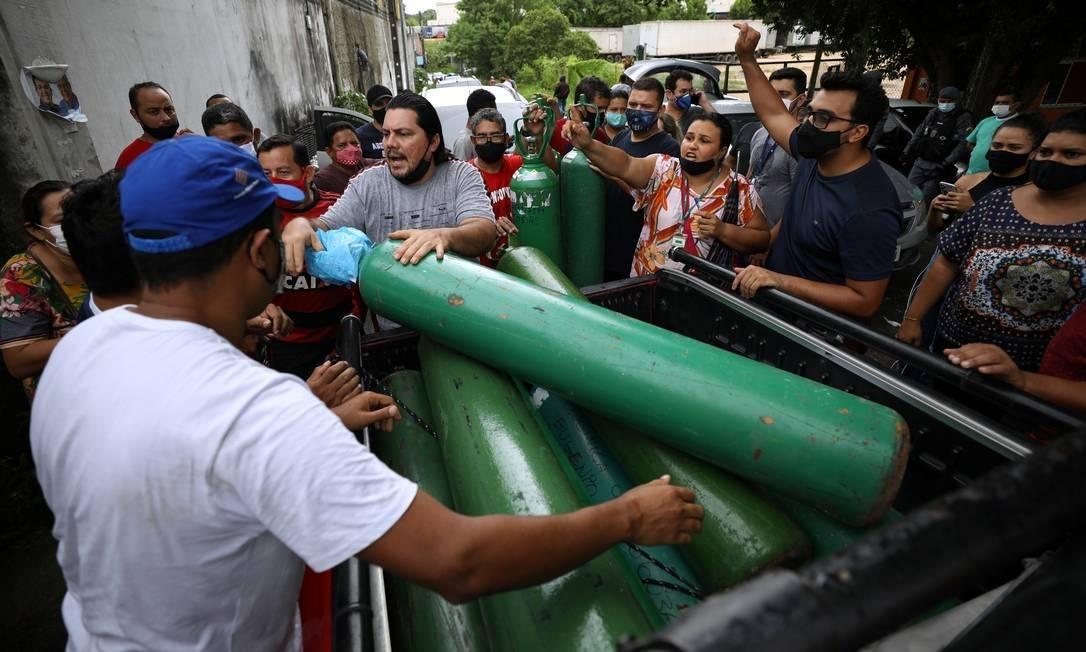 Fila para comprar oxigênio em Manaus