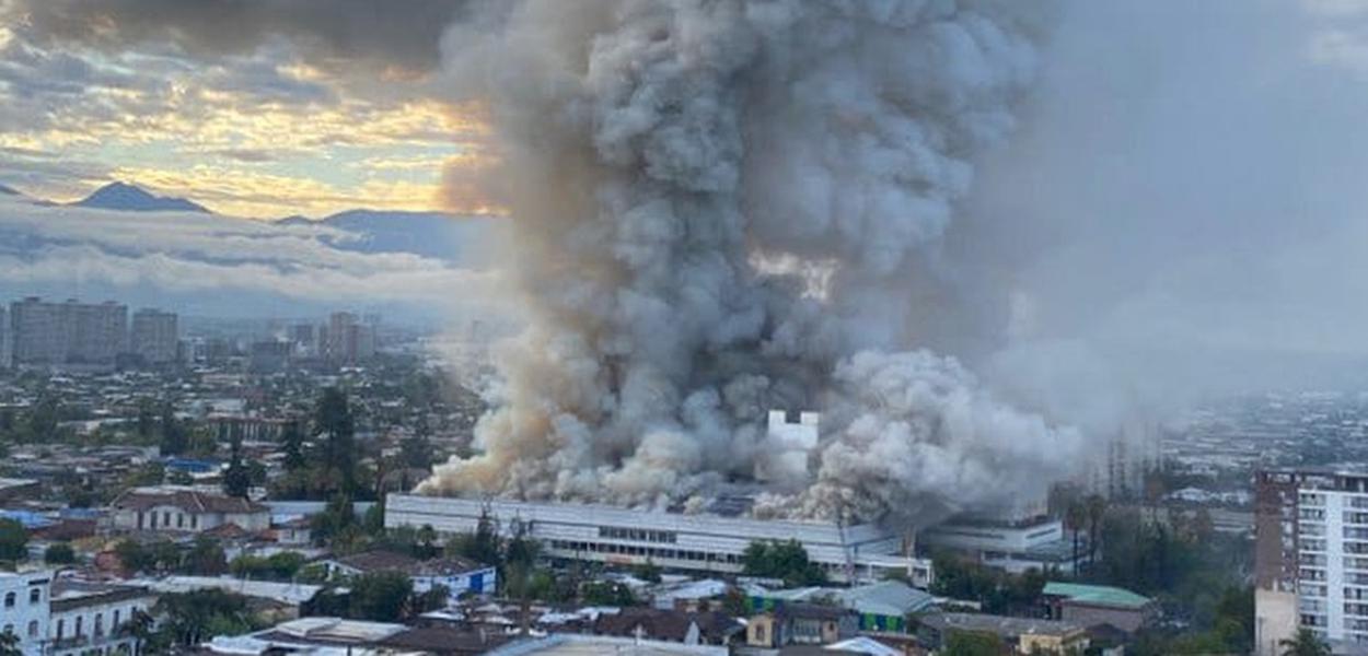 Pacientes são transferidos de hospital em Santiago após incêndio