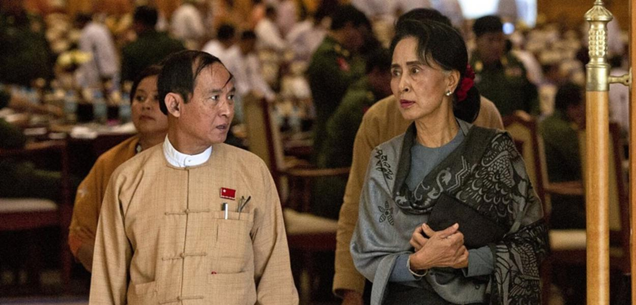 O presidente de Mianmar U Win Myint e a conselheira de Estado Aung San Suu Kyi