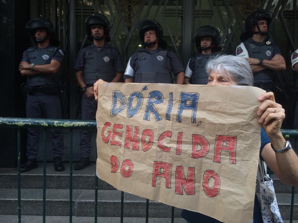 """Protesto contra Doria, """"genocida do ano"""", após massacre em Paraisópolis"""
