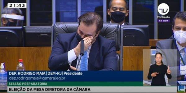 Rodrigo Maia chora em seu último discurso como presidente da Câmara