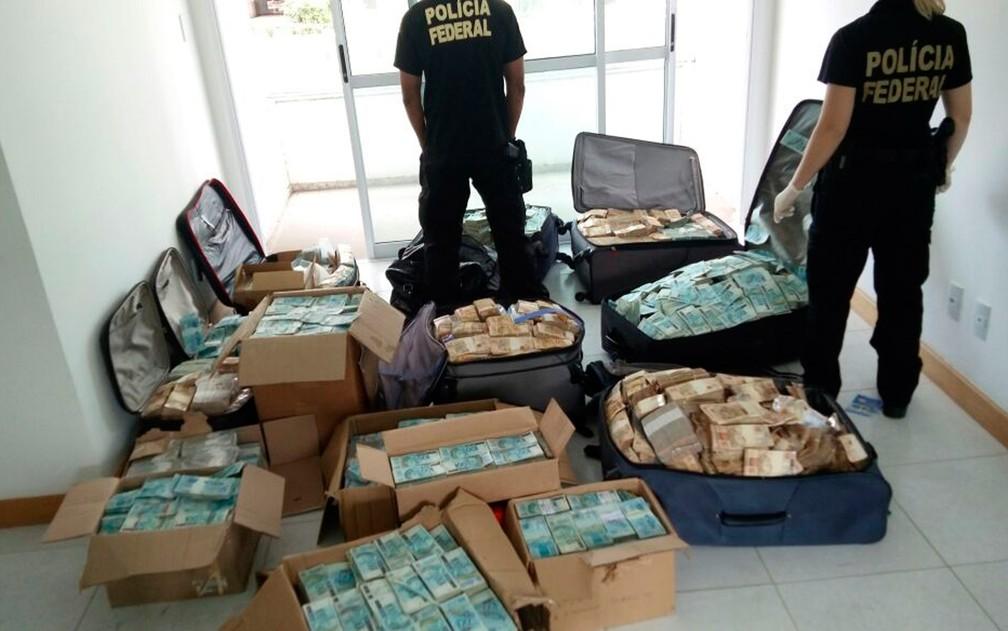 Malas de dinheiro no apartamento de Geddel