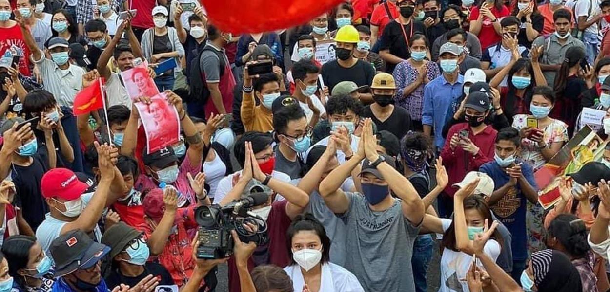 Protesto nas ruas de Mianmar-