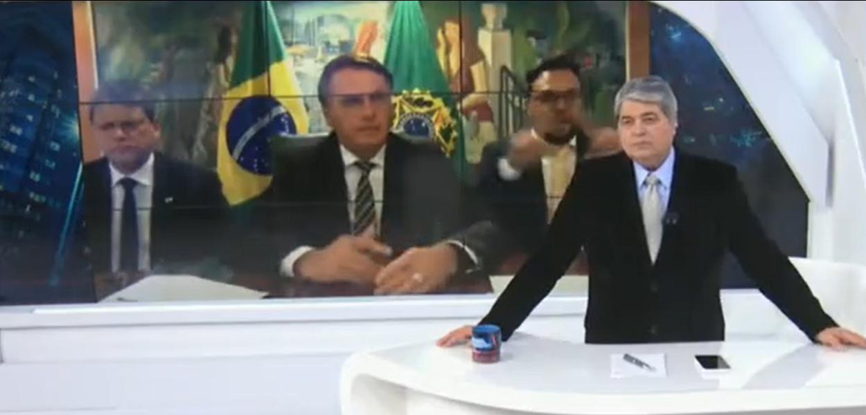 Jair Bolsonaro concede entrevista a Datena