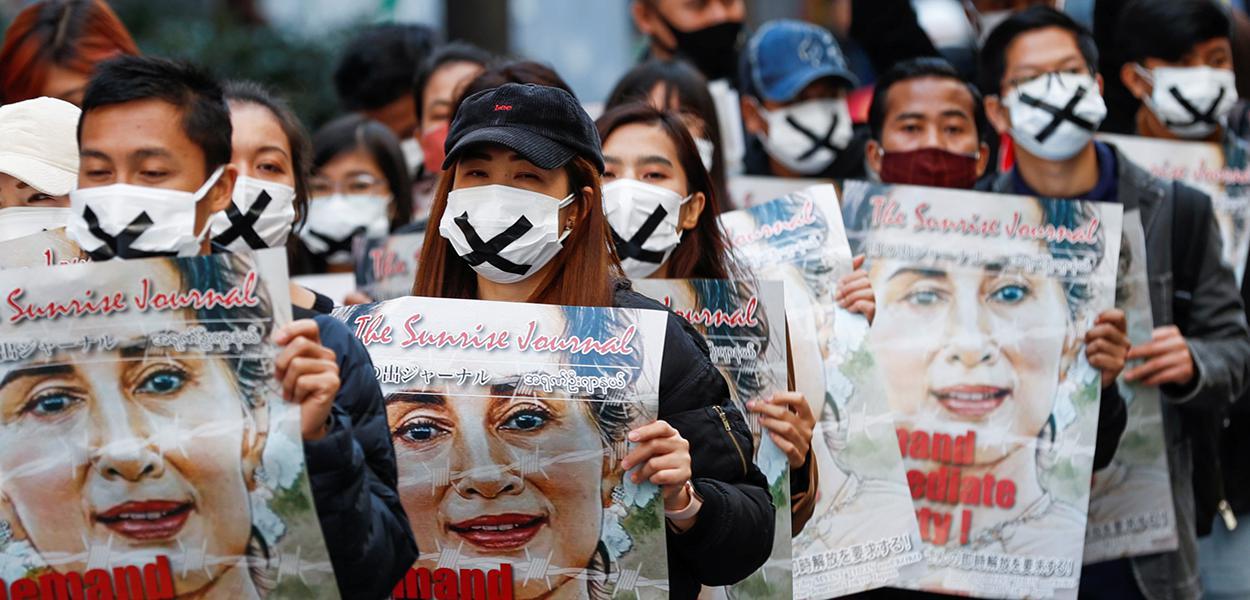 Protesto em Tóquio contra o golpe militar em MIanmar