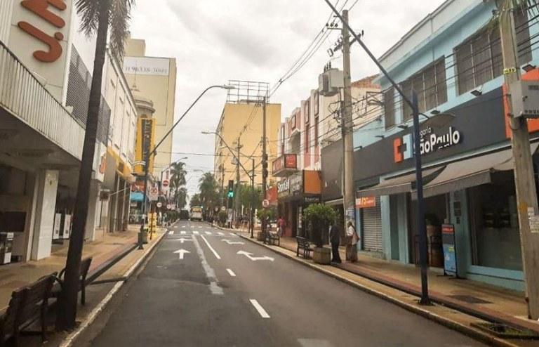 Rua em Araraquara durante lockdown