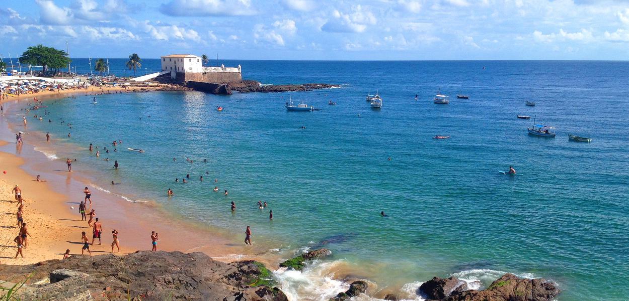 Praia do Porto da Barra, em Salvador (BA)