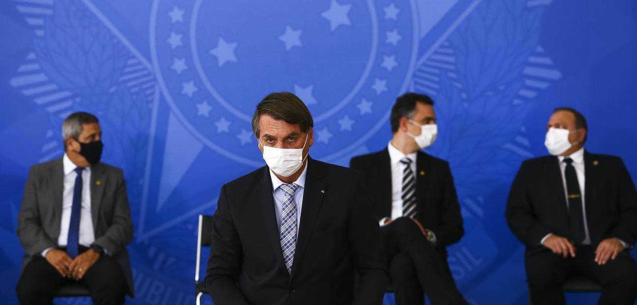 Jair Bolsonaro durante cerimônia para sanção dos projetos que ampliam a aquisição de vacinas