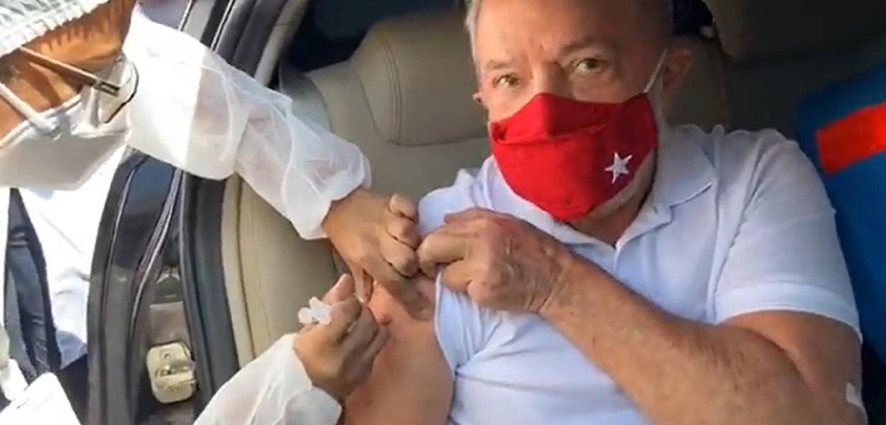 Lula toma vacina