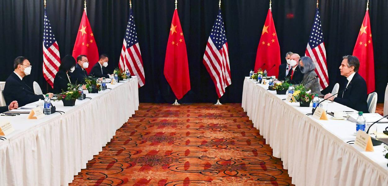 Autoridades de EUA e China durante reunião em Anchorage, no Alasca