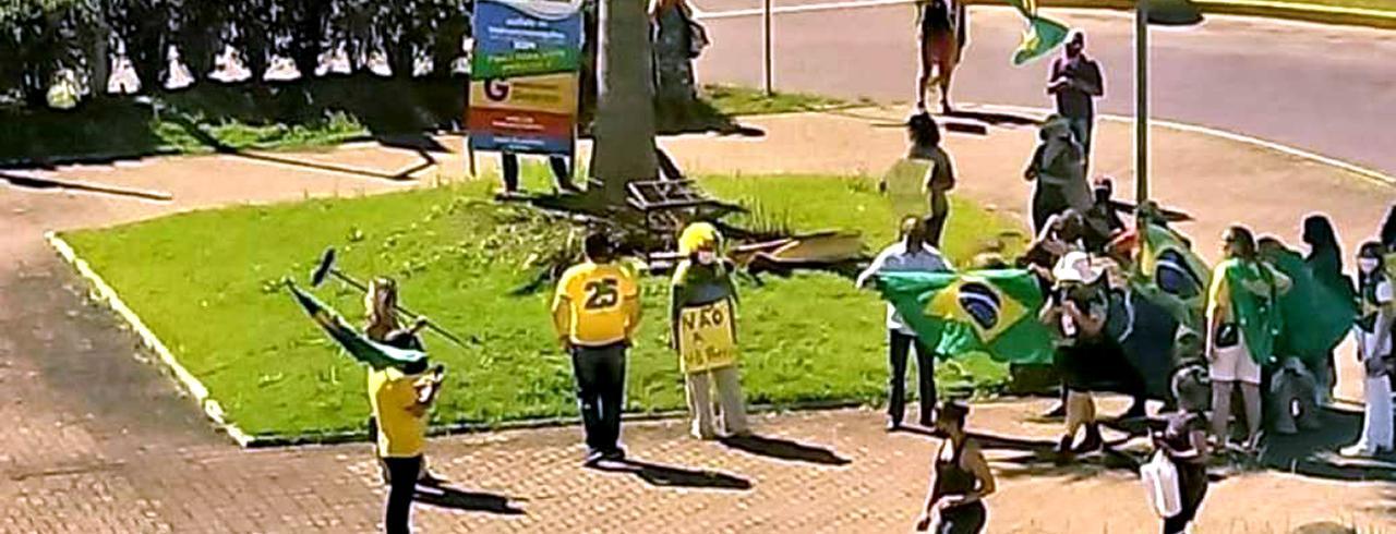 Bolsonaristas fazem manifestação a favor da compra e uso da cloroquina