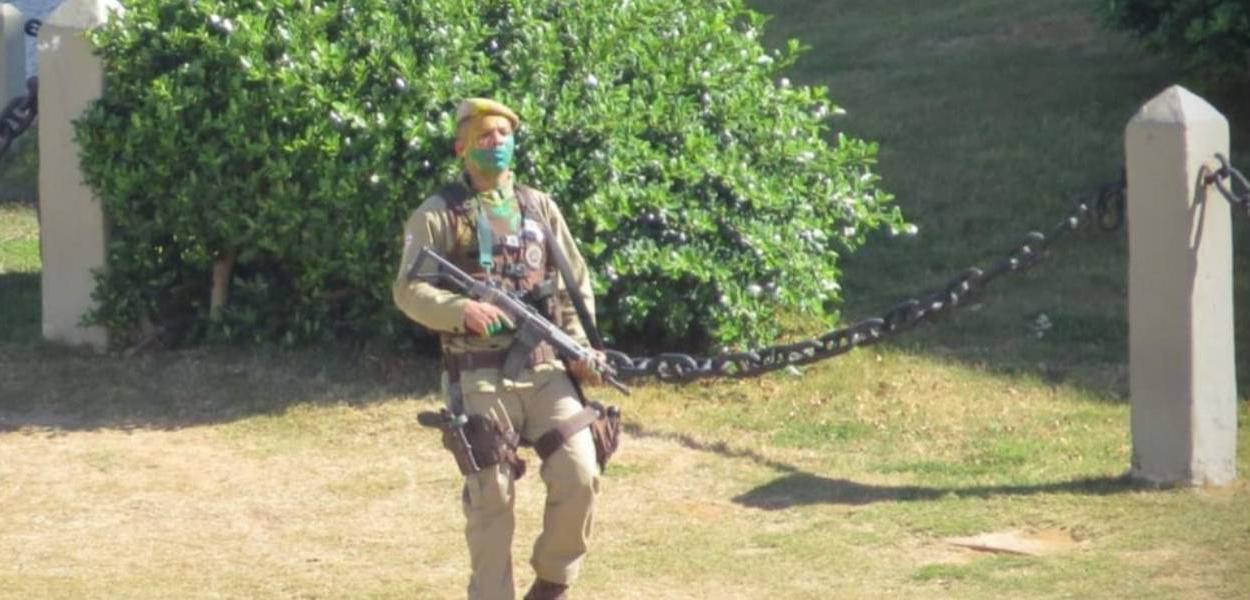Soldado em surto no Farol da Barra neste domingo