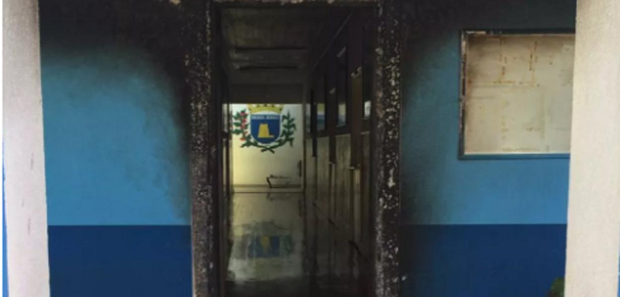 Prefeitura de Ribeirão Branco incendiada