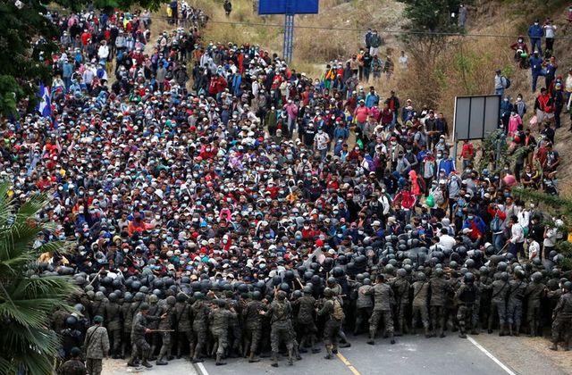 policia-honduras-refugiados