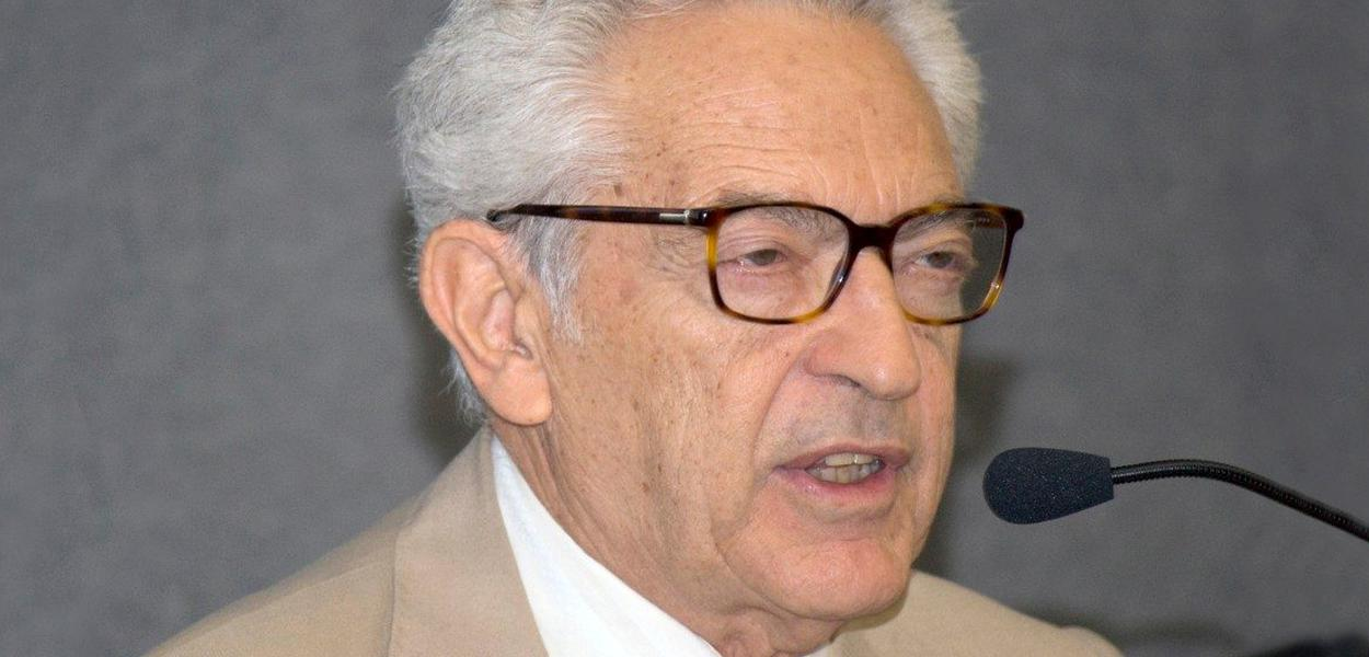 Escritor e crítico literário Alfredo Bosi