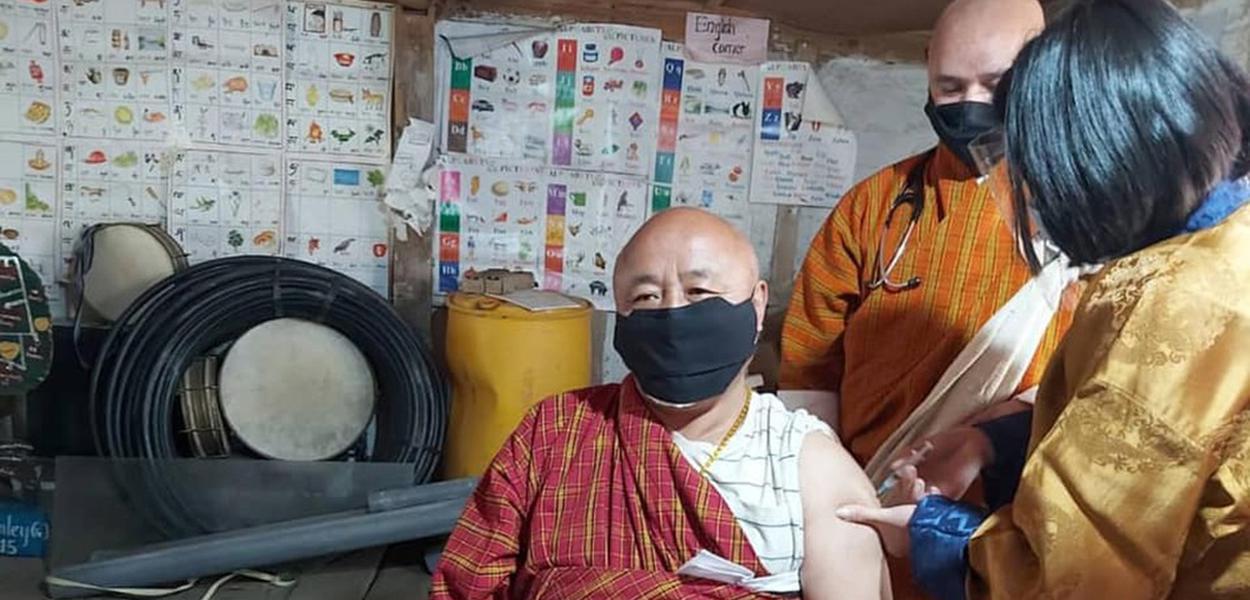 Butão tem 23% do seu povo abaixo da linha da pobreza, mas teve sucesso na imunização