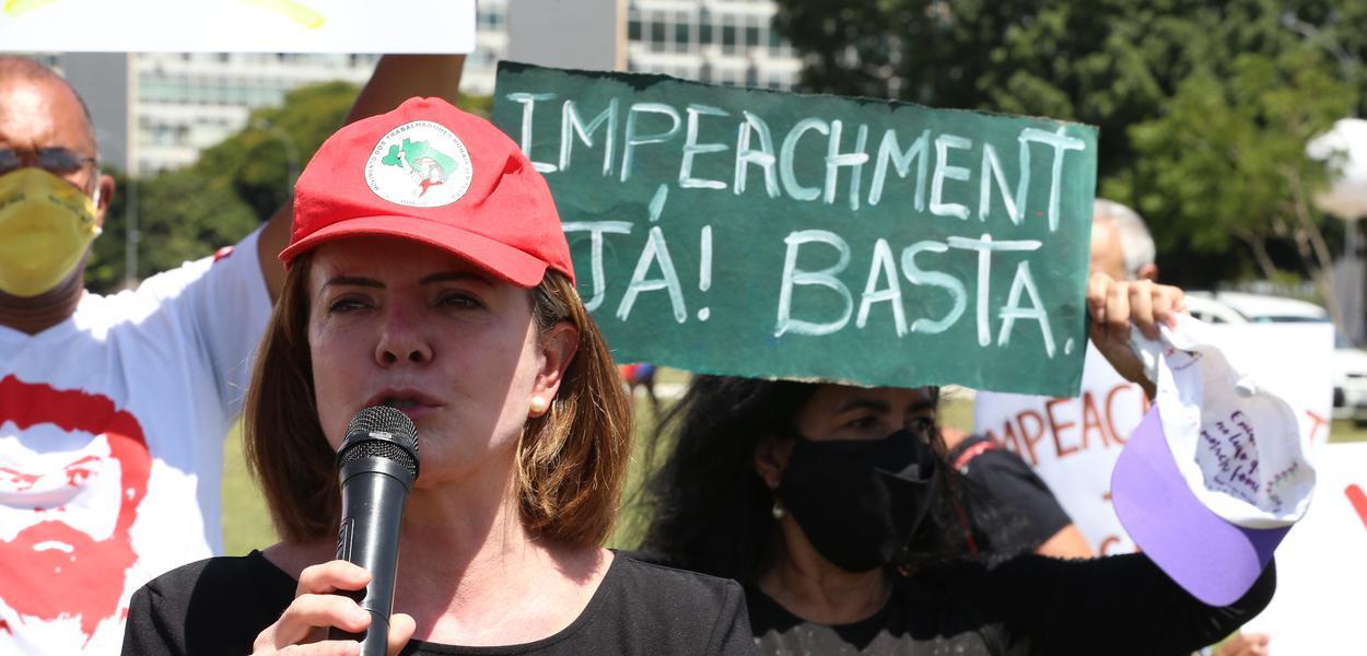 Presidente nacional do PT, deputada Gleisi Hoffmann pede impeachment de Jair Bolsonaro