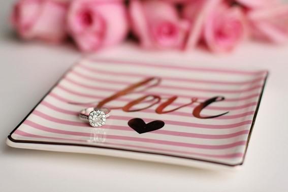 Você conhece a história do anel de noivado?