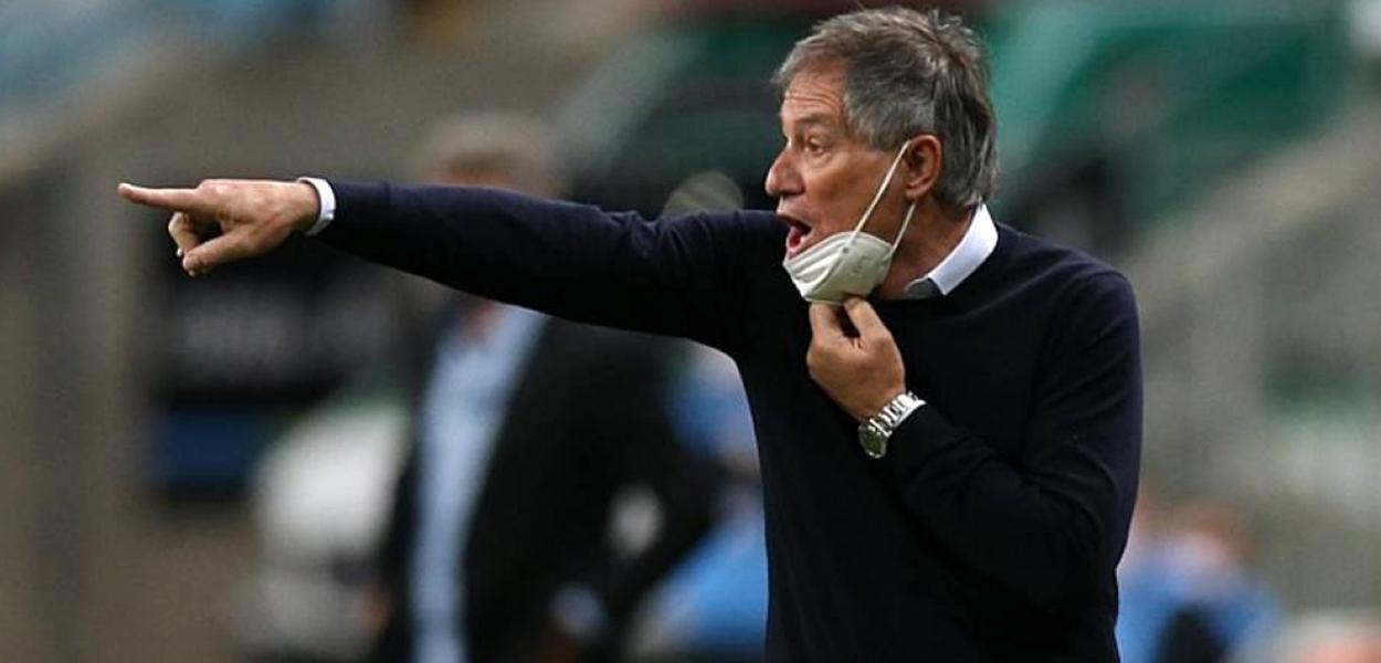Não se sabe ao certo se Ariel Holan comandará o time contra o Boca nesta terça-feira no confronto da fase de grupos Libertadores