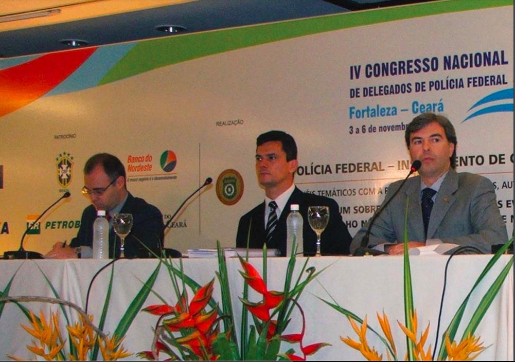 Moro na mesa com André Mendonça, que falou em nome da AGU (foto: revista Prisma)