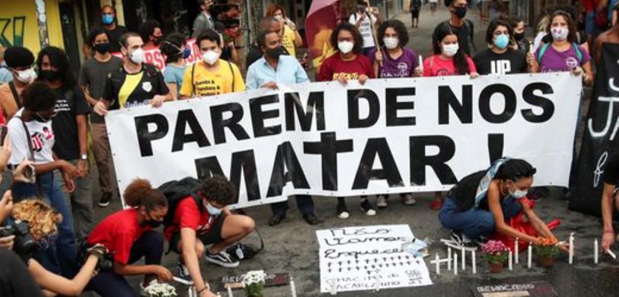 Moradores do Jacarezinho (RJ) criticam chacina que matou 28 pessoas