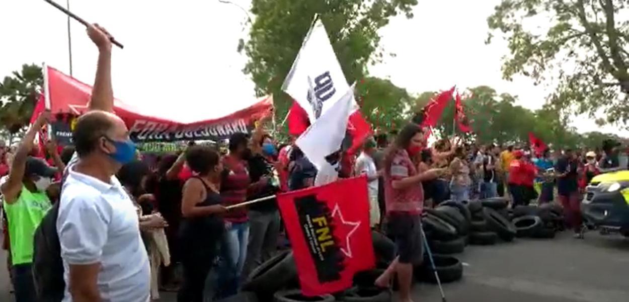 Movimentos sociais fazem protesto contra Jair Bolsonaro