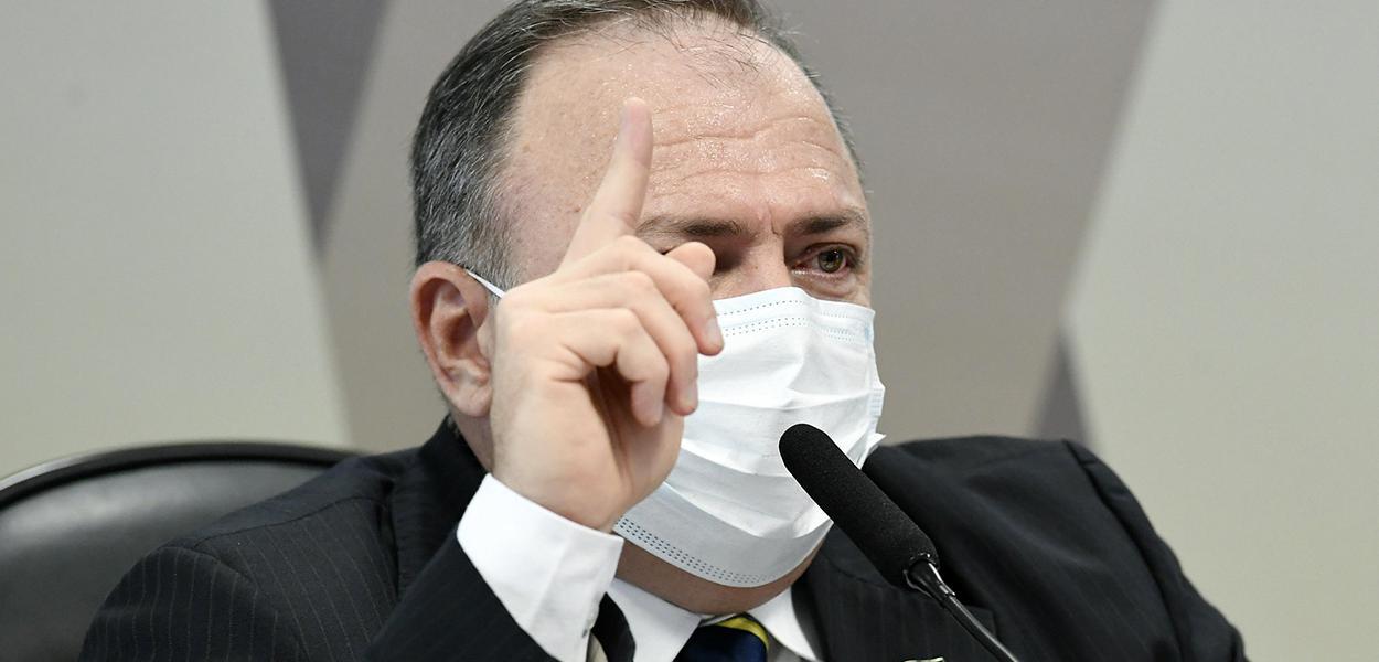 O ex-ministro da Saúde Eduardo Pazuello em depoimento na CPI da Covid no Senado nesta quarta-feira (19)
