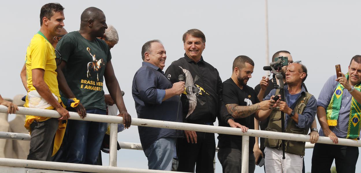 Ex-ministro da Saúde Eduardo Pazuello e Jair Bolsonaro