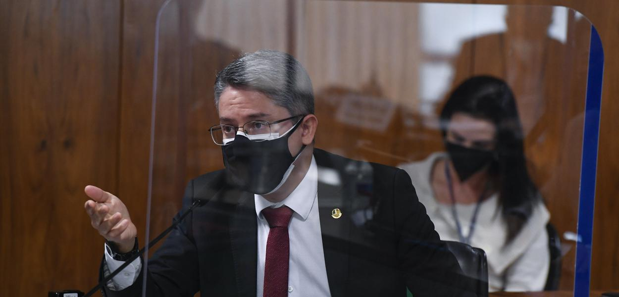 Senador Alessandro Vieira (Podemos-SE) na CPI da Covid