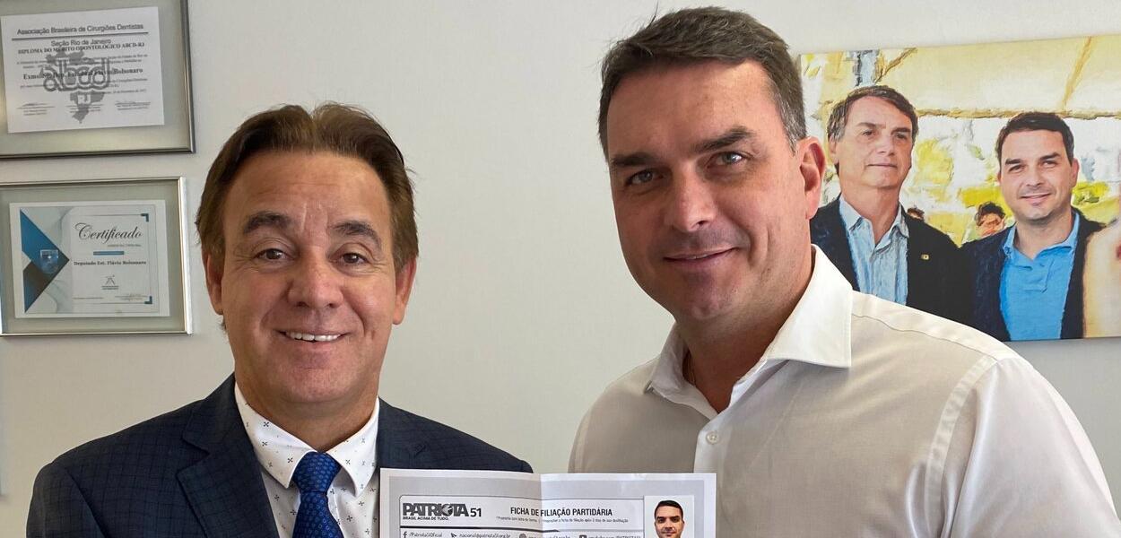 Adilson Barroso e Flávio Bolsonaro