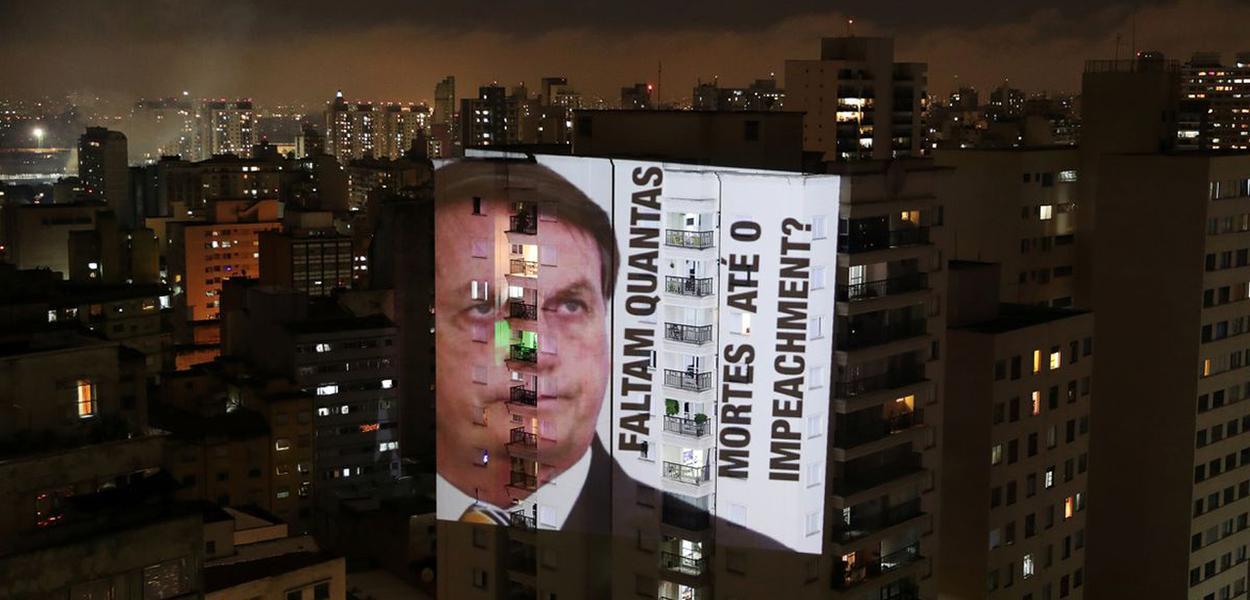 Projeção em protesto contra Bolsonaro