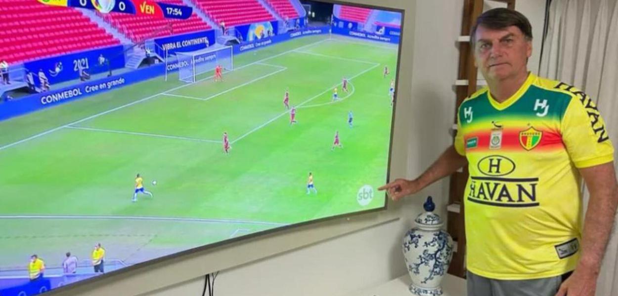 Em tuíte, Bolsonaro provocou Globo indicando o logo do SBT na transmissão da Copa América; mas se deu mal