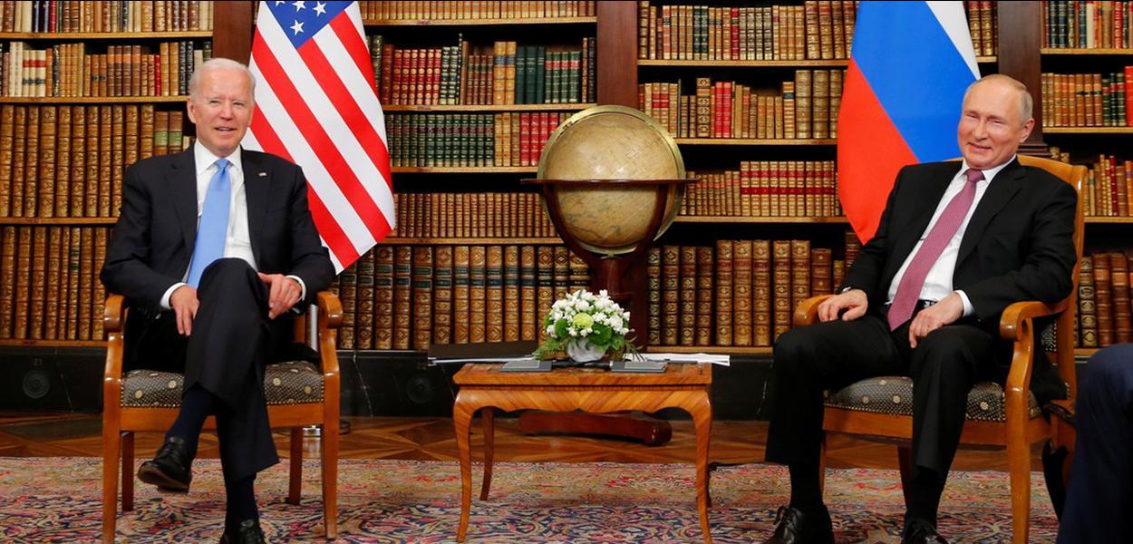 O presidente dos EUA, Joe Biden, e o presidente da Rússia, Vladimir Putin, em Genebra, na Suíça