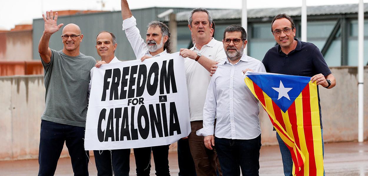 Líderes separatistas catalães deixam prisão em Sant Joan de Vilatorrada após indulto do governo da Espanha. 23/06/2021