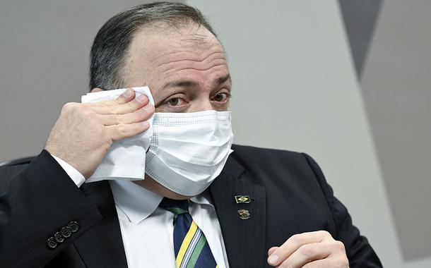 Bolsonaro defende Pazuello porque tem rabo preso com ele