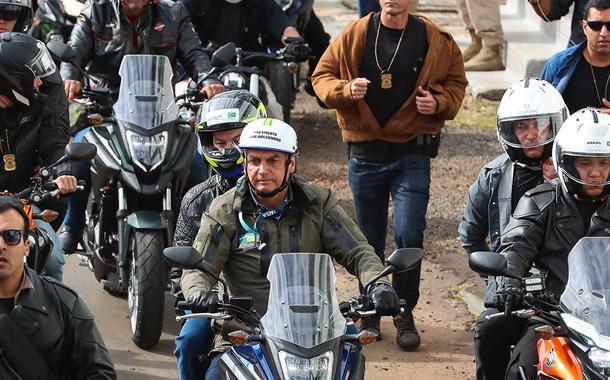 Bolsonaro em motociata em Chapecó