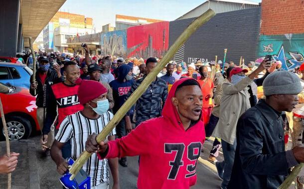 Manifestantes protestam na África do Sul contra prisão do ex-presidente Jacob Zuma