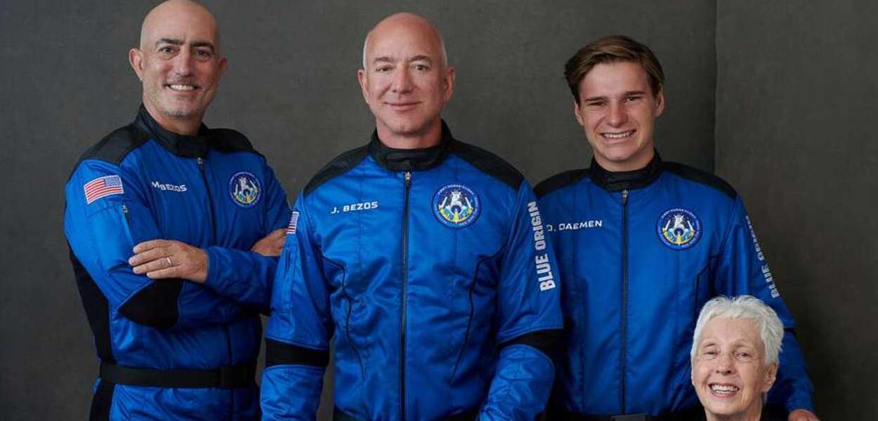 Mark Bezos, Jeff Bezos, Oliver Daemen e Wally Funk