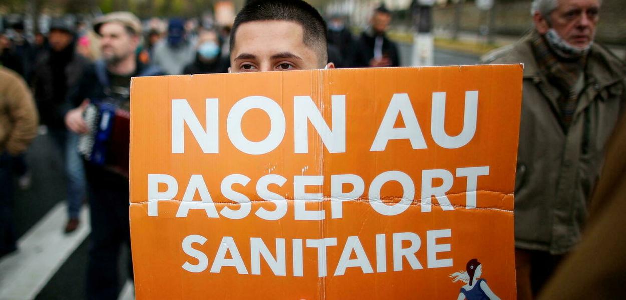 Protestos contra a obrigatoriedade do passaporte sanitário na França