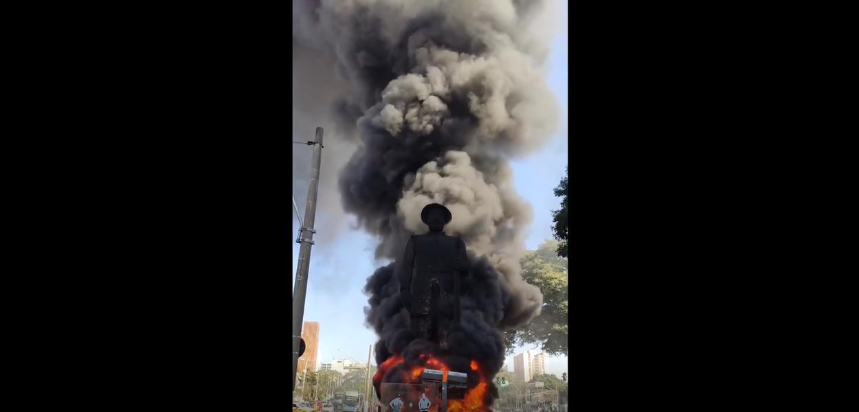 Incêndio na Estátua do Borba Gato