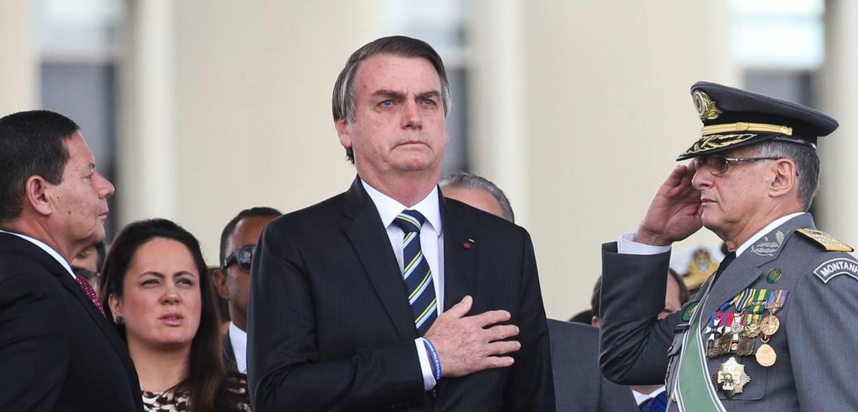 Bolsonaro e militares
