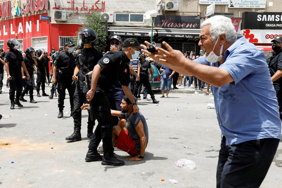 Protestos contra o governo na Tunísia