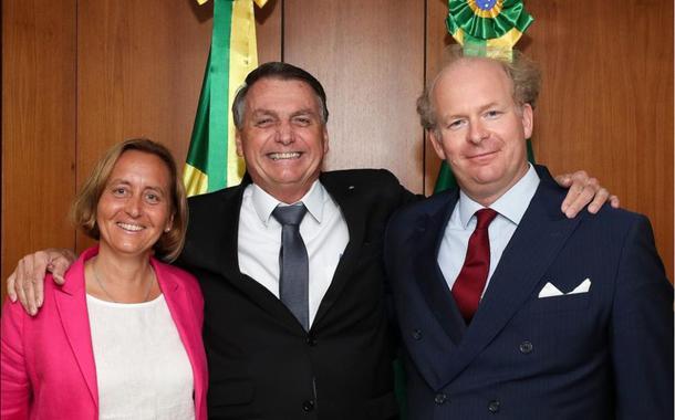 """Deputada alemã Beatrix von Storch, do partido """"Alternative für Deutschland"""", ao lado de Jair Bolsonaro"""