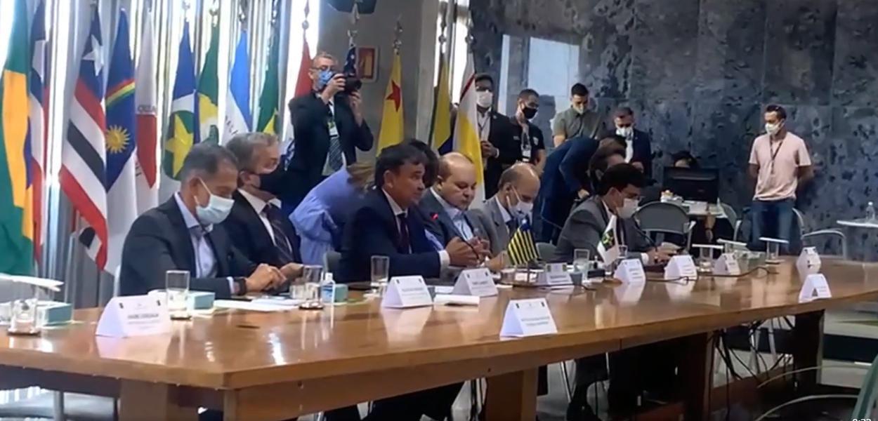 Wellington Dias fala em reunião com governadores