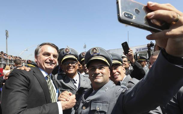 Bolsonaro e policiais militares